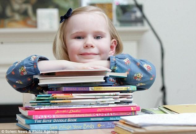 Cô bé 4 tuổi có IQ gần bằng Einstein - ảnh 1