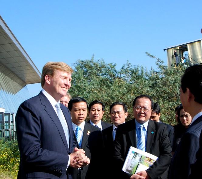 Tháp tùng Thủ tướng tham quan có Thái tử Hà Lan ( Thái tử và phu nhân đã có chuyến thăm Việt Nam tháng 3 năm 2011)