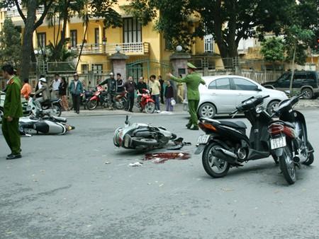 Hiện trường vụ va chạm giao thông do truy đuổi cướp ngày 28-2
