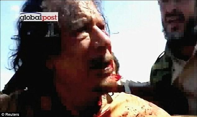 Xuất hiện video ông Gaddafi bị bắn vào đầu - ảnh 7