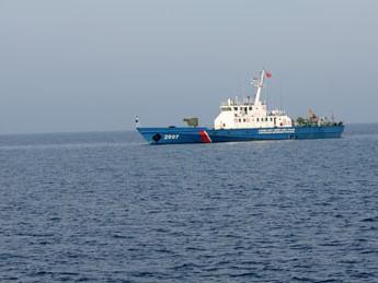 Tàu CSB Việt Nam thực hiện nhiệm vụ trên biển