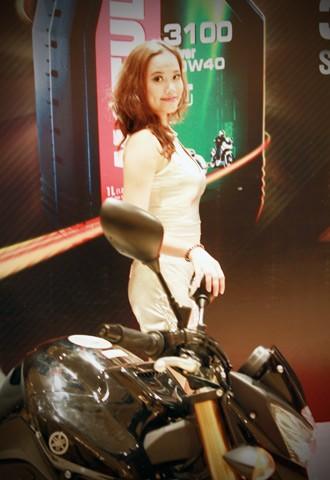 Người đẹp bên Honda CB1000R Tricolour - ảnh 3