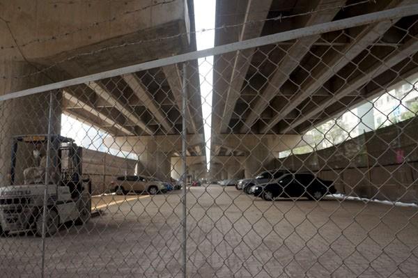 Sở GTVT làm ngơ bãi đỗ xe dưới gầm cầu - ảnh 7