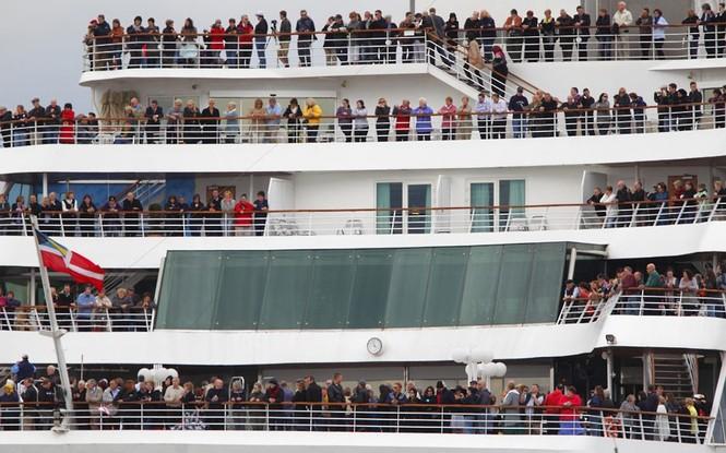 Có 1.309 hành khách trên con tàu Titanic Memorial Cruise, đúng với số hành khách trên tàu bị chìm năm 1912. Ảnh: Telegraph