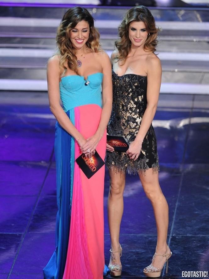 Siêu mẫu Ý khiến khán giả đỏ mặt với váy xẻ vô duyên - ảnh 3