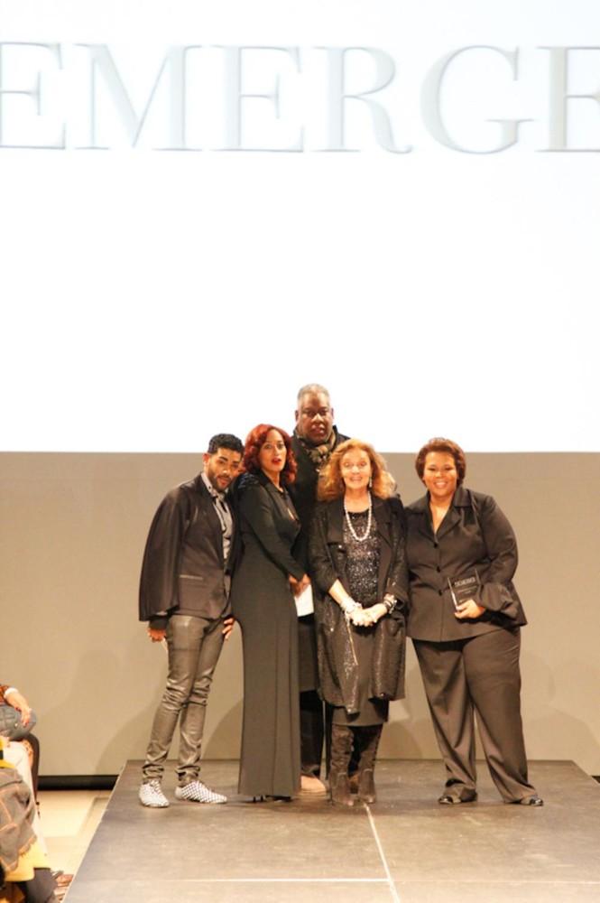 Buổi biểu diễn có sự góp mặt của những nhà thiết kế nổi tiếng và các tổng biên tập của các tạp chí thời trang lớn tại Mỹ