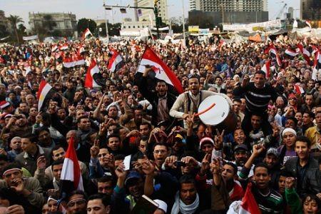 Người biểu tình tập trung bên ngoài tòa án tối cao thủ đô Cairo. Ảnh: Press TV