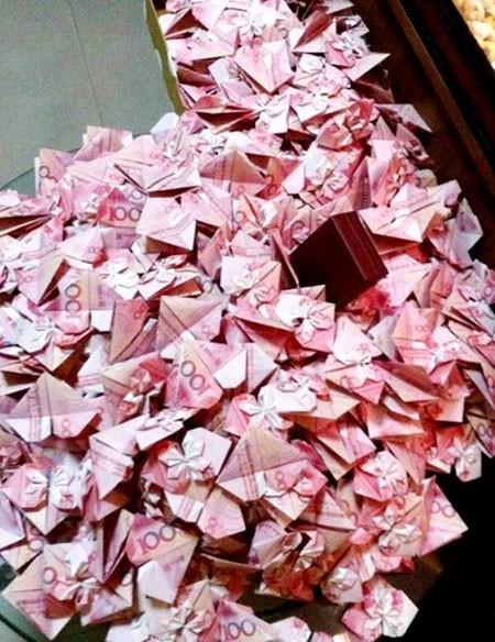 Thùng trái tim từ tiền giấy