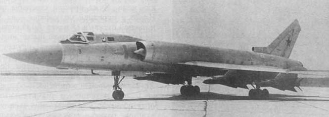 Hệ thống máy bay tiêm kích đánh chặn mang tên lửa đối không Tu-128S-4 gồm máy bay tiêm kích đánh chặn Tu-128 và tổ hợp tên lửa đối không có điều khiển tầm trung R-4R (Photo of www.airwar.ru)