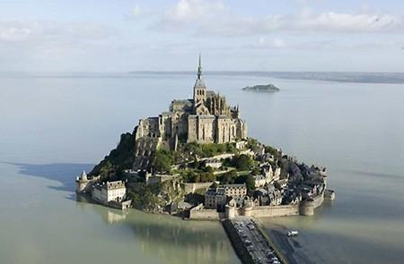 Những tòa địa ốc hút khách bậc nhất thế giới - ảnh 3