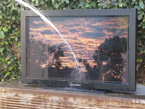 Tivi HD chống nước, không sợ thời tiết - ảnh 1