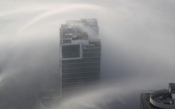 Thành phố Dubai chìm đắm trong sương mù - ảnh 4