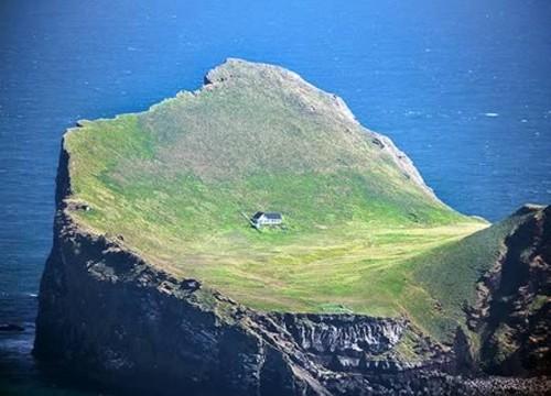 Những ngôi nhà 'cô đơn' trên thế giới - ảnh 1
