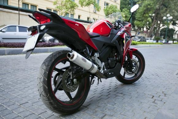 Honda CBR150R 2011: Xe đua 150cc mạnh mẽ - ảnh 1