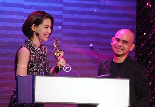 Hà Hồ bội thu giải thưởng trong năm qua