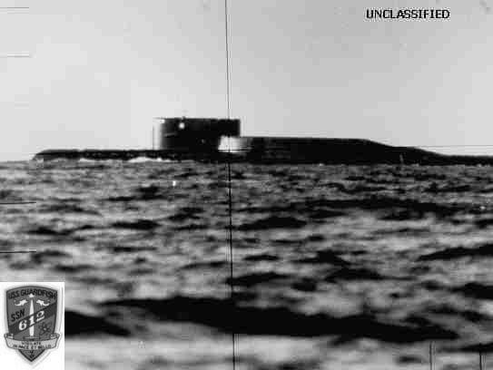 Tàu ngầm tuần dương chiến lược mang tên lửa đạn đạo Delta qua kính tiềm vọng