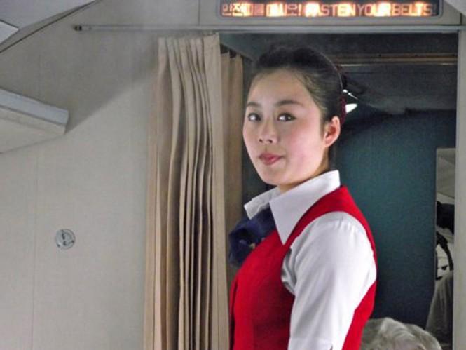 Đội ngũ chiêu đãi viên của Air Koryo được đánh giá cao vì thái độ niềm nở với hành khách. Đây cũng là hạng mục được chấm điểm cao nhất, 3 sao, theo bộ đánh giá hãng bay của SkyTrax.
