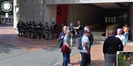 Một đội phản ứng nhanh (SWAT) của cảnh sát Mỹ chuẩn bị hành động