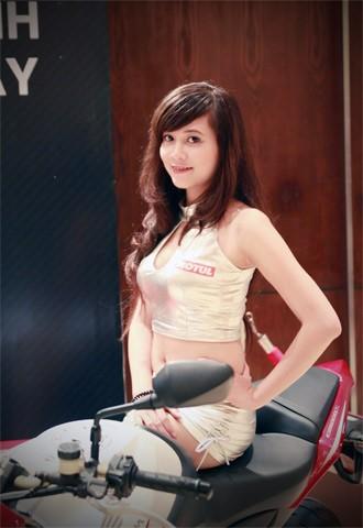 Người đẹp bên Honda CB1000R Tricolour - ảnh 4