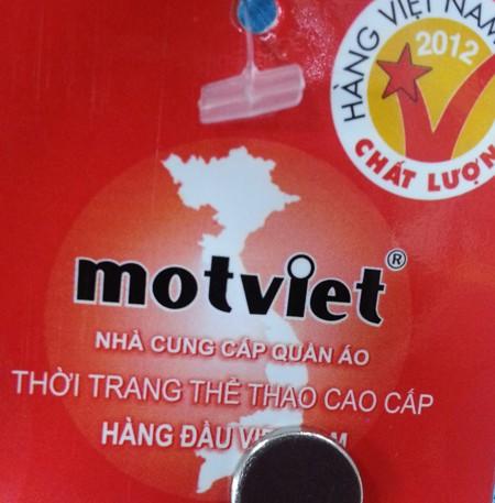 Trong thiết kế hình tròn logo motviet có rất nhiều không gian trống, hoàn toàn có diện tích để ghi lại đầy đủ chủ quyền hai quần đảo Hoàng Sa và Trường Sa của Việt Nam