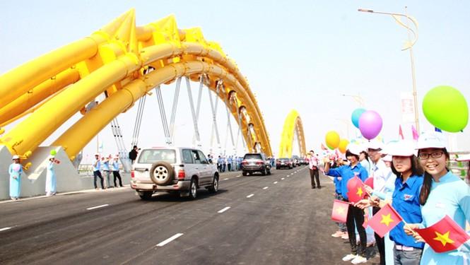 'Rồng thép' lớn nhất thế giới ở Đà Nẵng phun lửa - ảnh 4