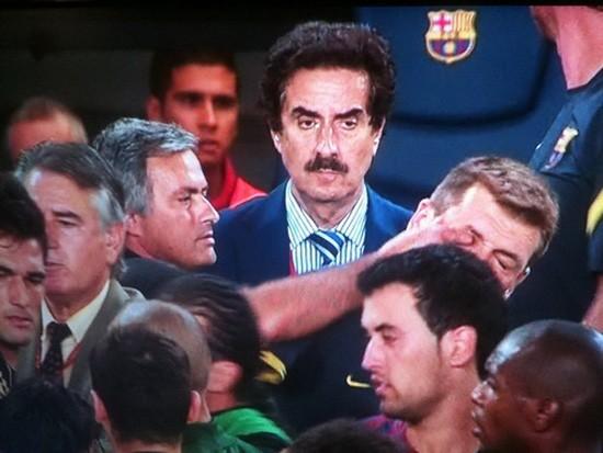 Mourinho từng móc mắt Vilanova ở trận Siêu Cup TBN năm 2011