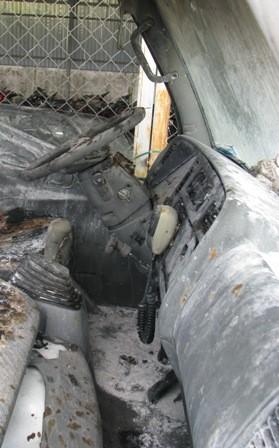 ....và phần điều khiển trong cabin xe cũng bị cháy xém