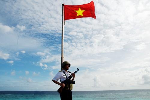 Độc lập chủ quyền và toàn vẹn lãnh thổ của Tổ quốc là tài sản lớn nhất, quý giá và quan trọng nhất của cả dân tộc - Ảnh: Chiến sĩ canh gác trên đảo Len Đao (quần đảo Trường Sa)