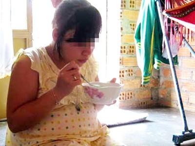 Bé Hà, 13 tuổi, ở Bù Gia Mập (Bình Phước), đang đợi ngày sinh con