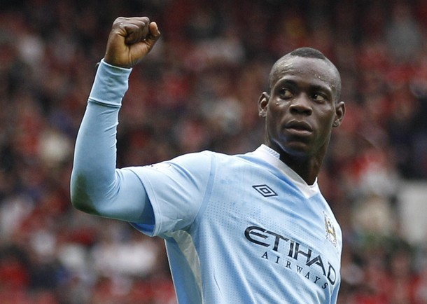 Balotelli ghi hai bàn trong chiến thắng của Man City