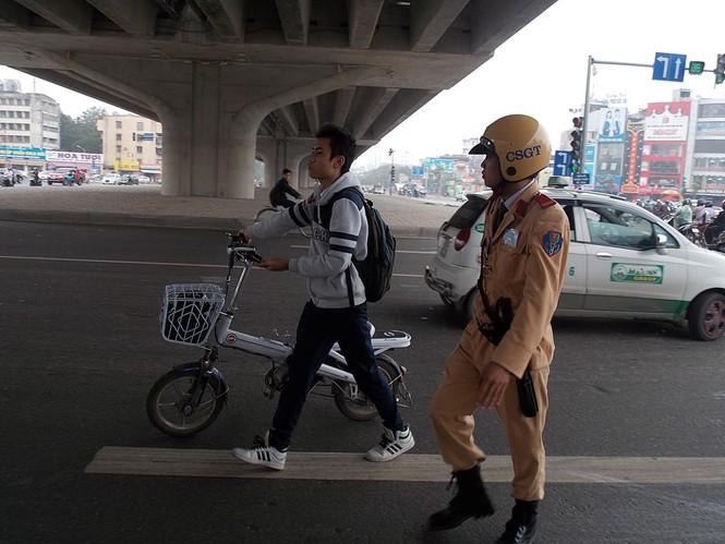 Nhiều sinh viên đi xe đạp điện không MBH - ảnh 4