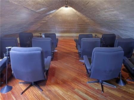 Phòng hát gia đình hình kim tự tháp đặc biệt