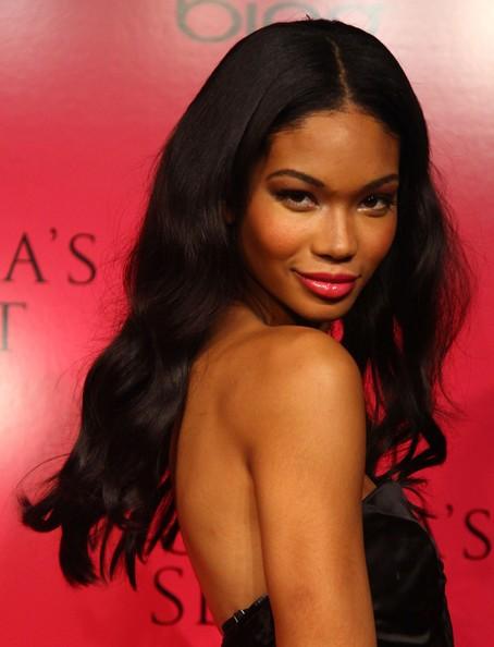 Tuy nhiên,cô gái da màu bản lĩnh này sẽ không chùn bước trước những quy luật hà khắc của giới người mẫu