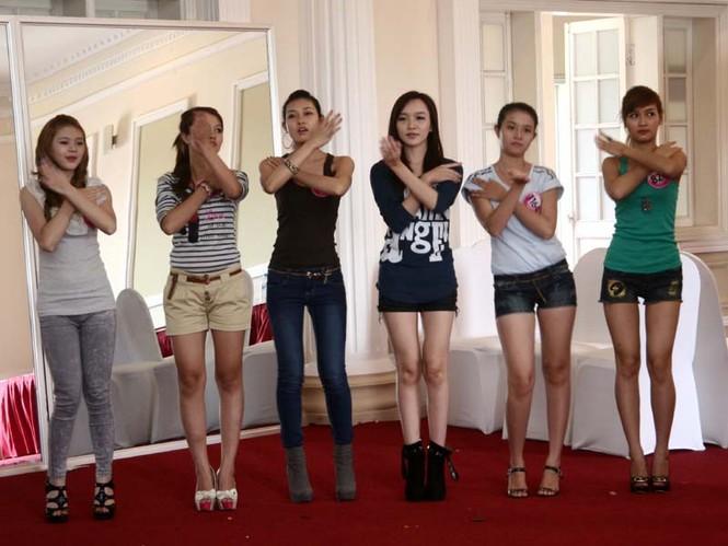 Ngắm lớp học diễn catwalk của Miss Teen ở Tuần Châu - ảnh 2