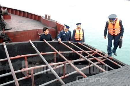 Bắt giữ và xử lý chiếc tàu chở trên 2.000 tấn than trái phép