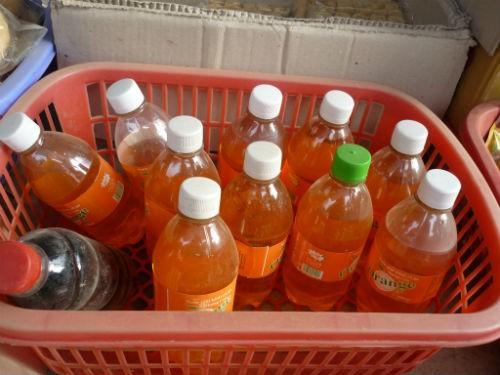 Những chai nước cam