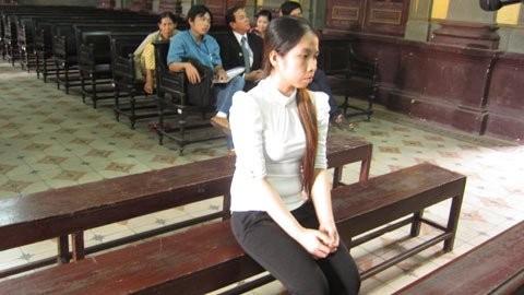 Bị cáo Nguyễn Thị Anh Thư trong giờ nghị án