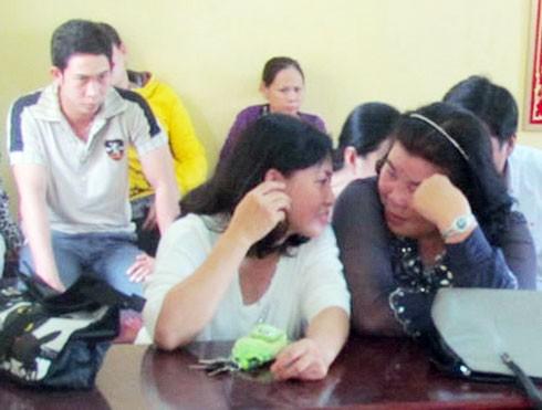 Bà Chung Ngọc Nhãn (phải) với tư cách bị hại trong phiên tòa ngày 12/3 xử nhà thầu Phương tội Vu khống. Ảnh: Hải Long