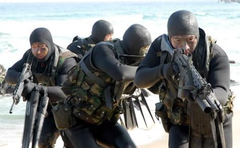 Đội người nhái UDT/SEAL trong hoạt động huấn luyện đột nhập đường biển