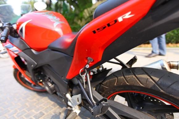 Honda CBR150R 2011: Xe đua 150cc mạnh mẽ - ảnh 17