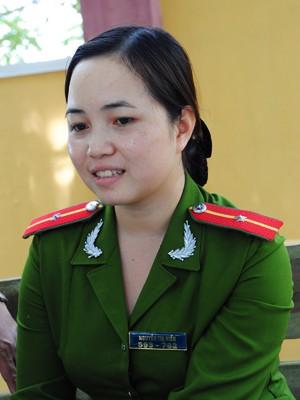 Thiếu úy Hiền xinh đẹp nhưng sợ... ế