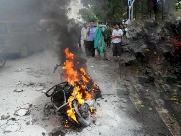 Chiếc xe Attila cháy rụi trên đường Trần Nhân Tông