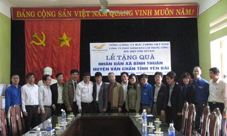 Công ty phát hành báo chí TƯ tặng quà xã vùng cao - ảnh 3