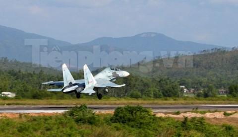 Su-27 trên đường băng