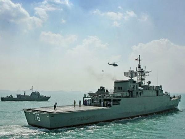 Tàu hải quân của Iran tại cảng Tartus, Syria. Ảnh: Press TV
