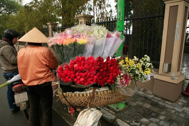 Valentine ngập tràn những con phố - ảnh 2