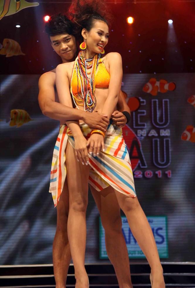 Trình diễn Bikini nóng bỏng đêm chung kết Siêu mẫu 2011 - ảnh 2