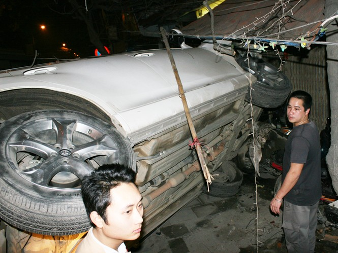 Tai nạn liên hoàn trên phố Minh Khai - ảnh 4