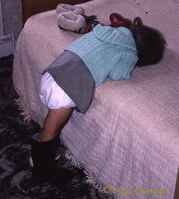 Những kiểu ngủ gật đáng yêu của bé - ảnh 15