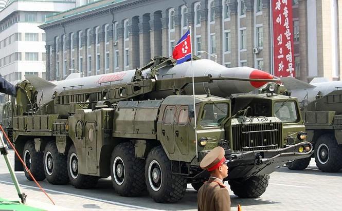 Tên lửa tầm ngắn KN-08 tại cuộc diễu hành quân sự ở Bình Nhưỡng hồi tháng 4-2012